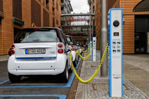 How Do Plug-In Electric Cars Work? - heliosolaire - Renewable Energies