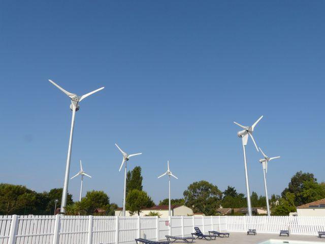 installation parc éoliens Kingspan heliosolaire